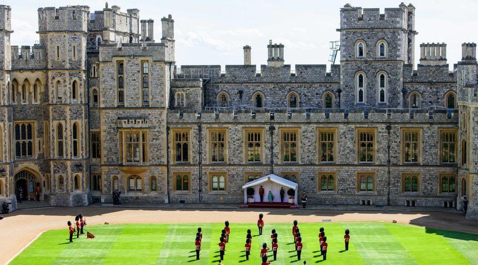 Formation der Waliser Garde vor dem Windsor-Palast zur Geburtstagsfeier der Queen am 13. Juni