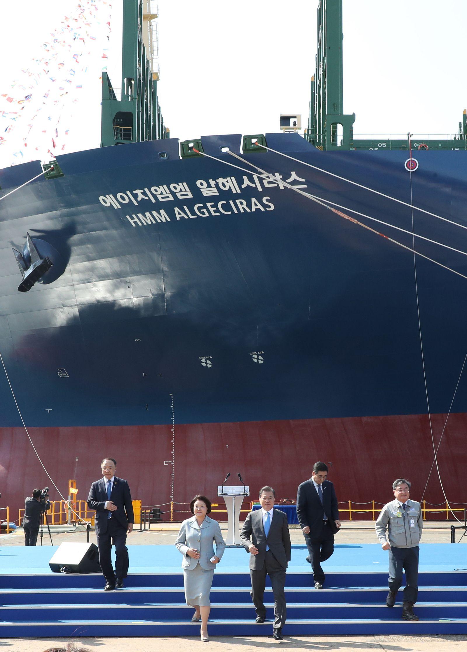 Größtes Containerschiff der Welt in Südkorea getauft