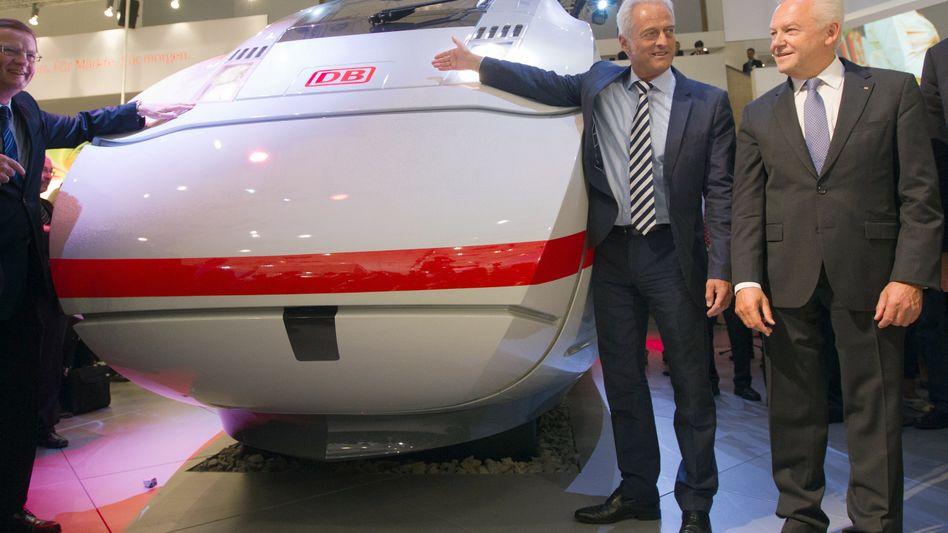 """""""Stocksauer"""": Bahn-Chef Grube (r.) und Verkehrsminister Ramsauer. Siemens kann den Liefertermin für den neuen ICE erneut nicht einhalten"""