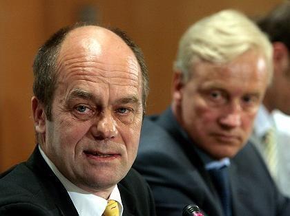 5,5 Millionen Euro Zuschuss:St. Paulis Präsident Littmann (li.) und Hamburgs Erster Bürgermeister Ole von Beust
