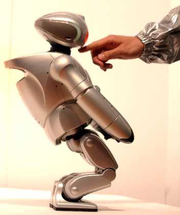 ... und macht, wenn's sein muss, sogar einen Knicks: Der Sony-Roboter SDR-4X