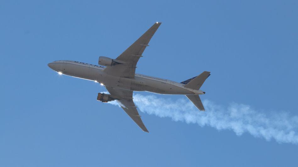 Brennendes Triebwerk: Die Maschine des Typs Boeing 777 konnte trotz Notlage in Denver landen