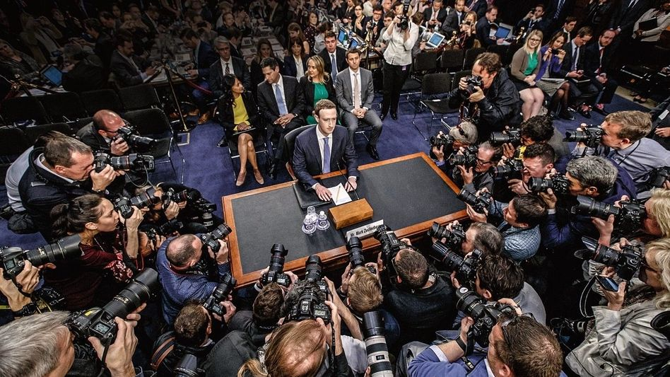 AUF DER ANKLAGEBANK Facebook-Gründer Mark Zuckerberg, hier bei einer Anhörung in Washington, D. C., galt mal als integer