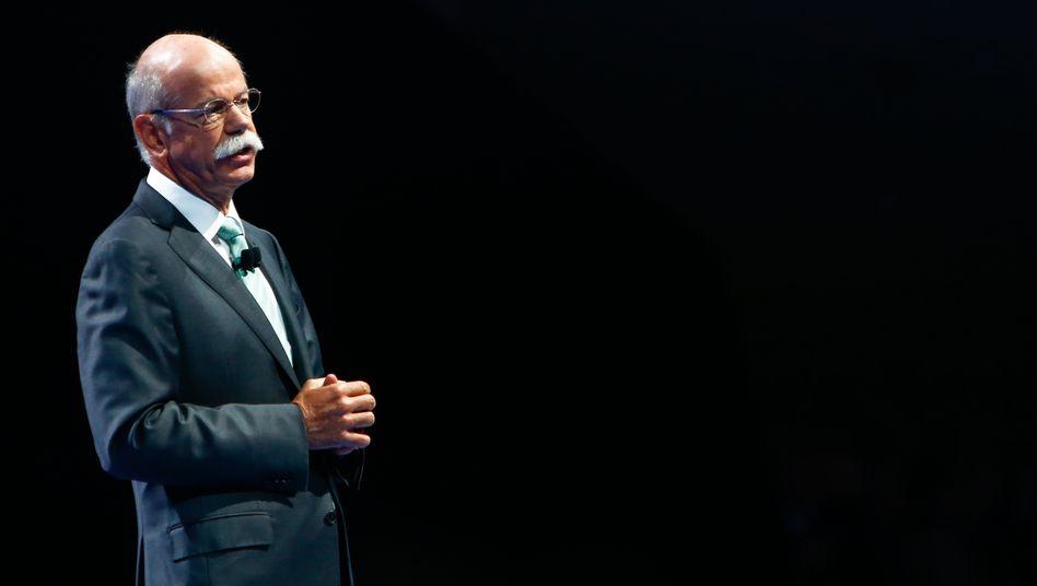 Nur die Ruhe: Daimler-Chef Dieter Zetsche hat erstklassige Zahlen für das vergangene Jahr vorgelegt, dämpft aber ein wenig die Erwartungen an das Wachstum im laufenden Jahr
