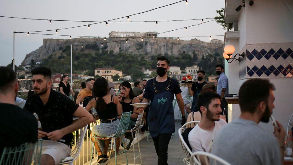 Gäste einer Bar in Athen