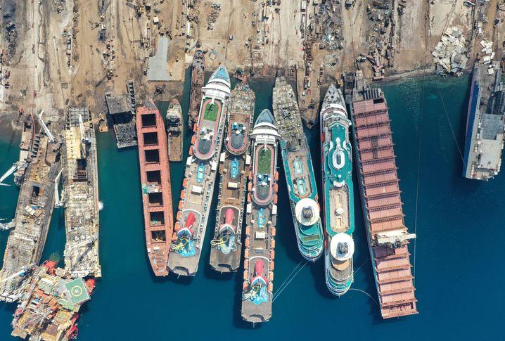 Letzte Ruhe: Im türkischen Izmir werden ausrangierte Kreuzfahrtschiffe ausgeschlachtet und verschrottet