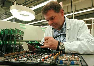 Ungewisse Zukunft für Mitarbeiter: Fertigungsmeister Helmut Meller in der Leiterplattenfertigung