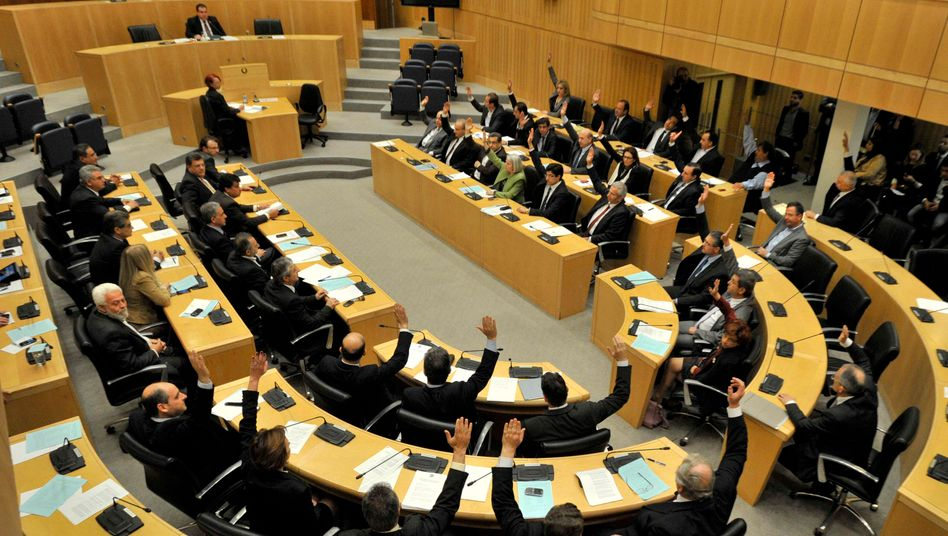 Entscheidung in Zypern: Sparer sollen weniger zur Staatsrettung beisteuern müssen