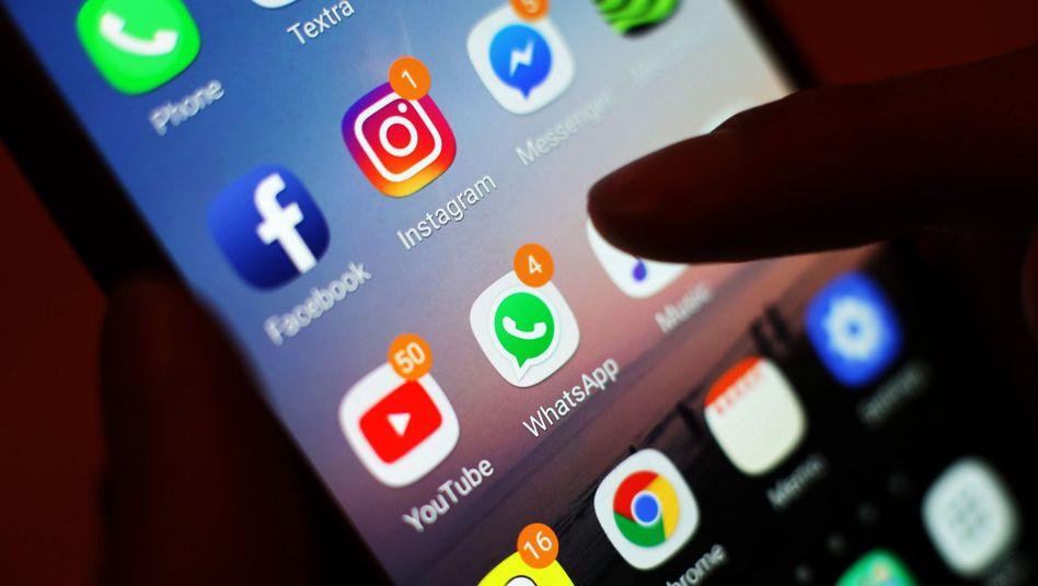 Apps von Instagram und WhatsApp: Nur auf dem Handydisplay werden die Namen der der Tochterfirmen vorläufig unverändert bleiben