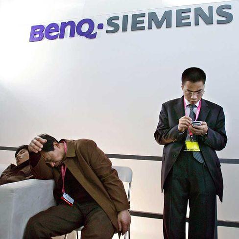 Banges Warten: Noch ist unklar, in welchen Bereichen Stellen beim Handyhersteller BenQ gestrichen werden