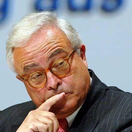 Der Vorgänger Rolf-E. Breuer Der frühere Deutsche-Bank-Chef warb den Bilanz- und Controllingfachmann Börsig vom Energiekonzern RWE ab. Börsig, der Breuer vergangenes Jahr als Aufsichtsratschef des Finanzkonzerns nachfolgte, verbindet mit seinem früheren Chef und Vorgänger ein enges, aber kein freundschaftliches Verhältnis.