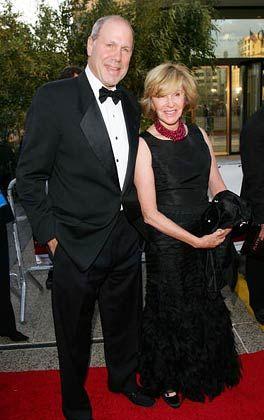Hält sich bedeckt: Eisner (im Bild mit Ehefrau Jane) sagt nicht, wohin der Weg führt