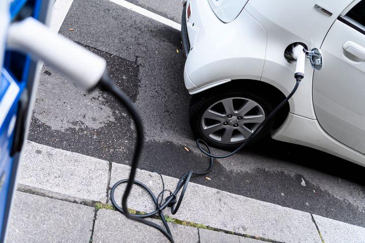 """Volkswagen glaubt bei Autofahrer Vorbehalte und """"Angst vor Elektromobiltität"""" ausgemacht zu haben."""