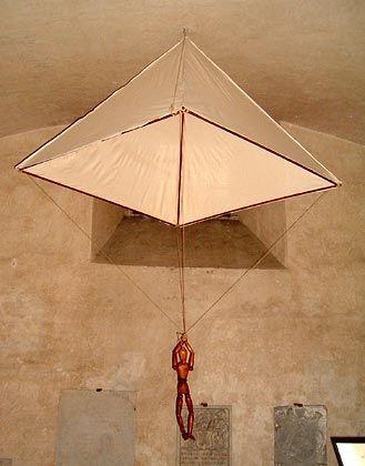 Wurde erst hunderte Jahre später mit dem Durchbruch des Flugzeugs bedeutend: Der Fallschirm