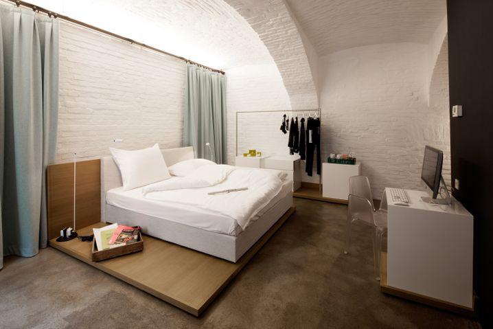"""Einst Atelier, heute Touristenunterkunft: ein Zimmer im """"Urbanauts"""""""