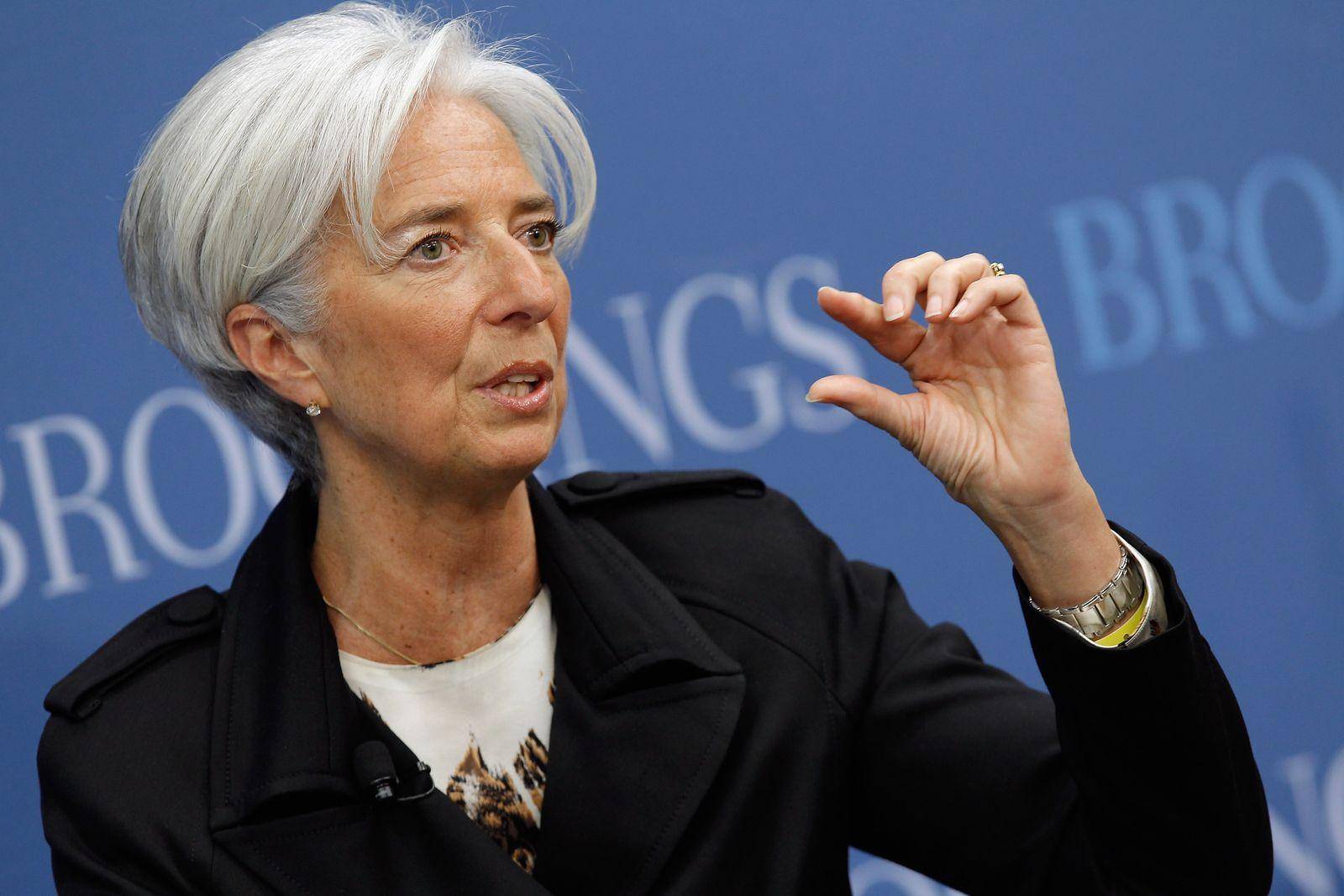 DER SPIEGEL 16/2012 pp 68 SPIN / IMF-Chefin Christine Lagarde