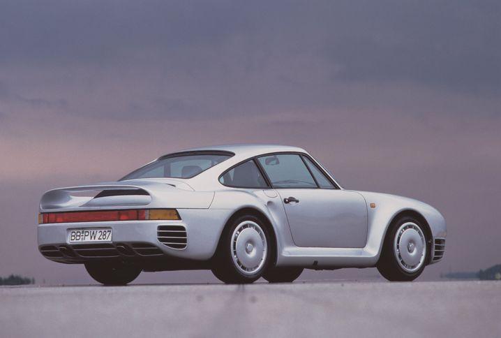 Der Über-Elfer: Laut Porsche liefen lediglich 292 Stück des 959 vom Band. Auf Basis des 911 ursprünglich für den Rennsport entwickelt, sorgten 331 kW/450 PS für eine Spitze von über 300 km/h.