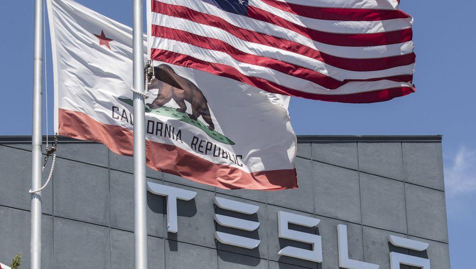 Tesla-Gebäude in Kalifornien: Der Konzern von Elon Musk befindet sich auf einer Erfolgswelle.