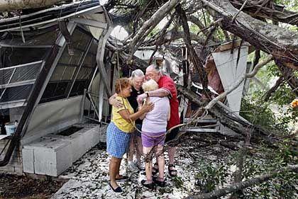 Trauer nach dem Sturm in Hollywood, Florida: Mehr ließ der Hurrikan nicht übrig vom Mobile Home