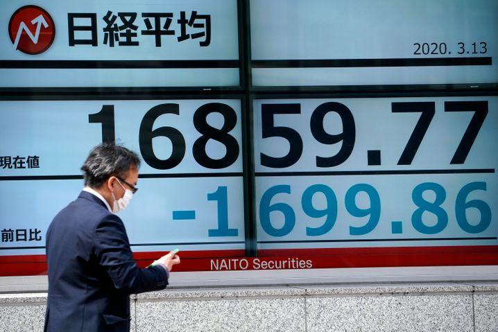Diese Stimmung steckt an: In Japan brach der Nikkei am Freitag im Handelsverlauf um bis zu 10 Prozent ein.
