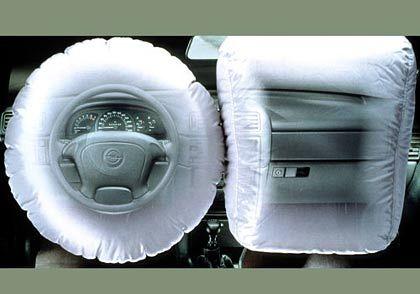 Lange Zeit der Standard: Fahrer- und Beifahrerairbag