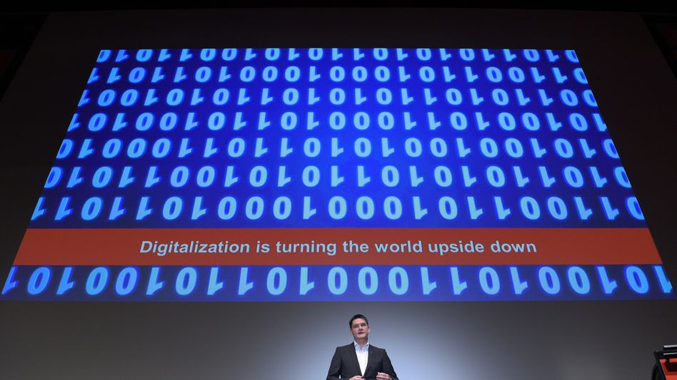 Der Game-Changer: Ein Unternehmen auf digitale Prozesse umzustellen, kostet erst einmal Zeit und Geld - doch die CeBIT-Macher, der BDI und die Berater von Roland Berger sehen zur Digitalisierung keine Alternative