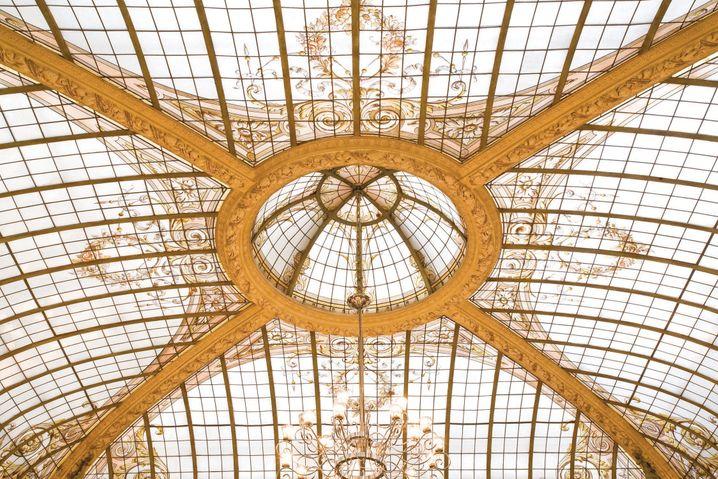 Im Original erhalten: Die Kuppel im Restaurant des 5-Sterne-Designhotels Hotel Vernet stammt von Gustave Eiffel, dem Erbauer des Wahrzeichens von Paris