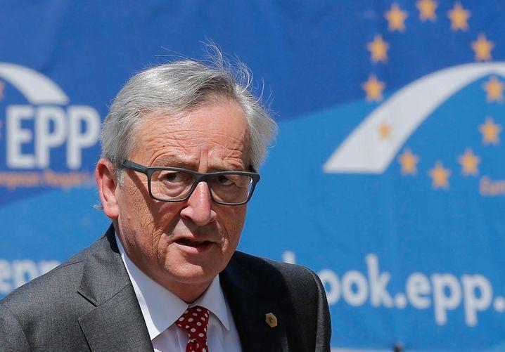 """Vergebliche Liebesmüh: Jean-Claude Juncker will Tsipras & Co dazu bewegen, für ein """"Ja"""" beim Referendum zu werben. Dabei wäre ein Abschied der Griechen aus der Euro-Zone die beste Lösung für Europa - und für Griechenland selbst auch"""