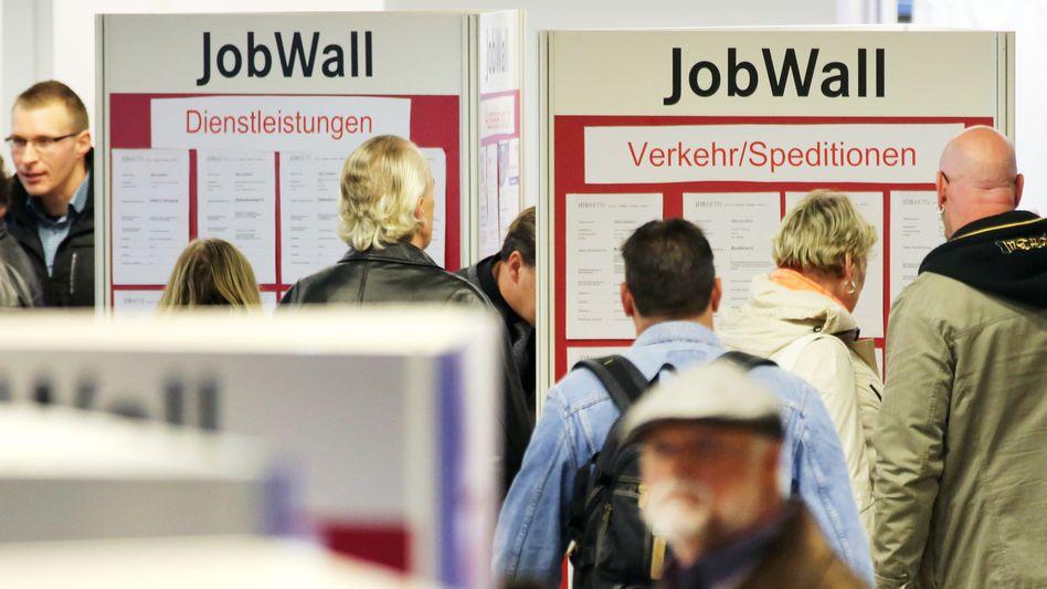 Jobs, Jobs, Jobs: Immer mehr Menschen in Deutschland sind dank der guten Konjunktur erwerbstätig. Die meisten neuen Stellen entstanden im vergangenen Jahr im Dienstleistungsbereich