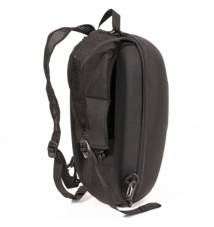 Dieser Rucksack ist auch eine Gepäckträgertasche: Die Gurte der Racktime Black Box lassen sich abnehmen, hinter dem umklappbaren Rückenpolster verbirgt sich ein Klick-System für die Befestigung am Fahrrad.