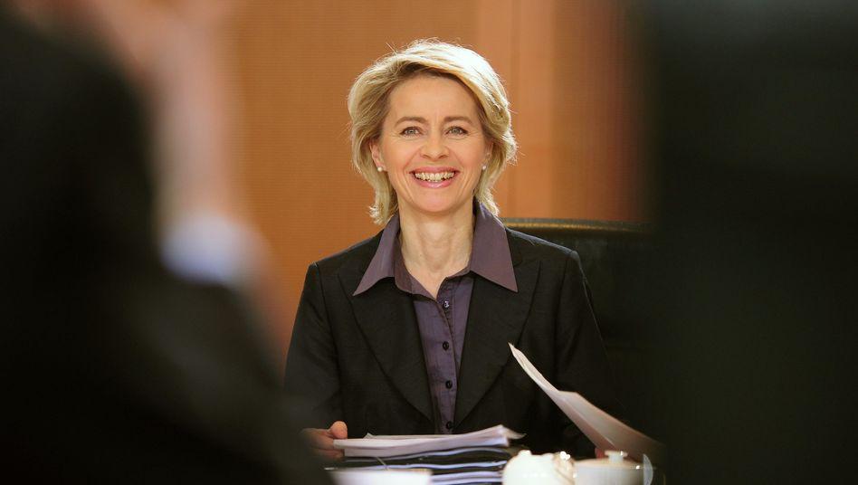 Bundesarbeitsministerin von der Leyen: Bei Berufen, die auf der Positivliste stehen, soll die Einstellung von ausländischen Bewerbern erleichtert werden