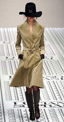 In geheimer Mission unterwegs: Sexy Spioninnen-Dress von Luciano Soprani.