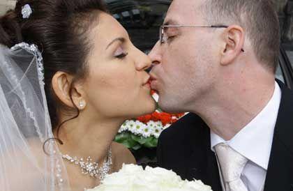 Für immer und ewig? Nahezu jede zweite Ehe in Deutschland wird vorzeitig aufgelöst. Umso wichtiger ist es für Frauen, selbst eine private Vorsorge aufzubauen.