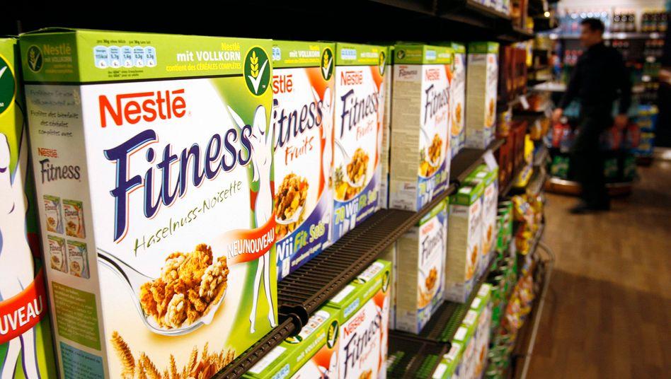 Nestlé-Produkte im Mitarbeiter-Supermarkt der Zentrale im schweizerischen Vevey: Ein Großteil der Lebensmittel und Getränke des Konzerns ist der Gesundheit nicht förderlich