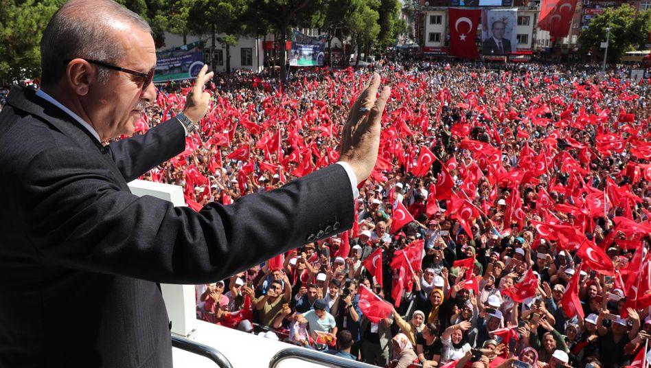 Vom Mediendienst des Präsidenten frei gegebenes Foto: Türkeis Präsident Recep Tayyip Erdogan am Samstag in der Provinz Ordu.