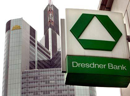 Stets auf Tuchfühlung: Die Commerzbank will die Dresdner Bank übernehmen. Am Wochenende soll die Entscheidung fallen.