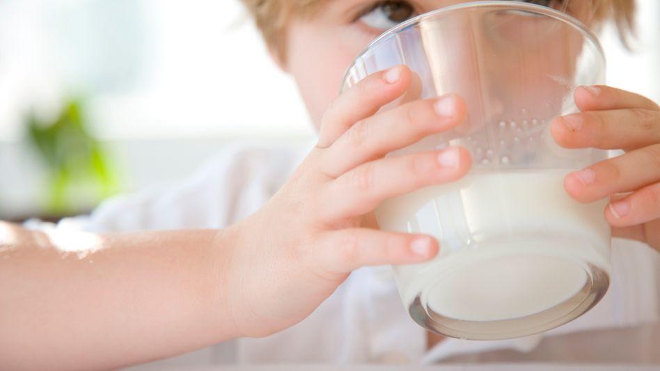 Milch: Verbraucher zahlen derzeit deutlich höhere Preise als vor zweieinhalb Jahren