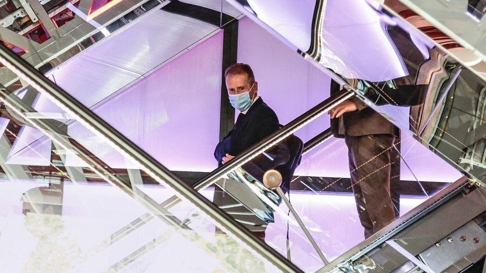 Spiegelfechtereien:Im Volkswagen-Konzern wachsen die Zweifel anHerbert Diess