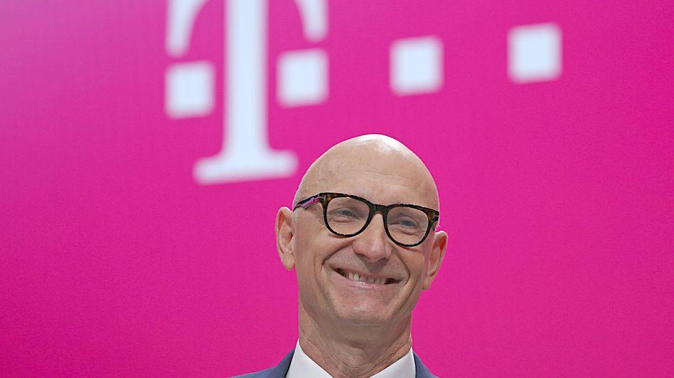 Kann sich ein Lächeln nicht verkneifen: Telekom-Chef Tim Höttges