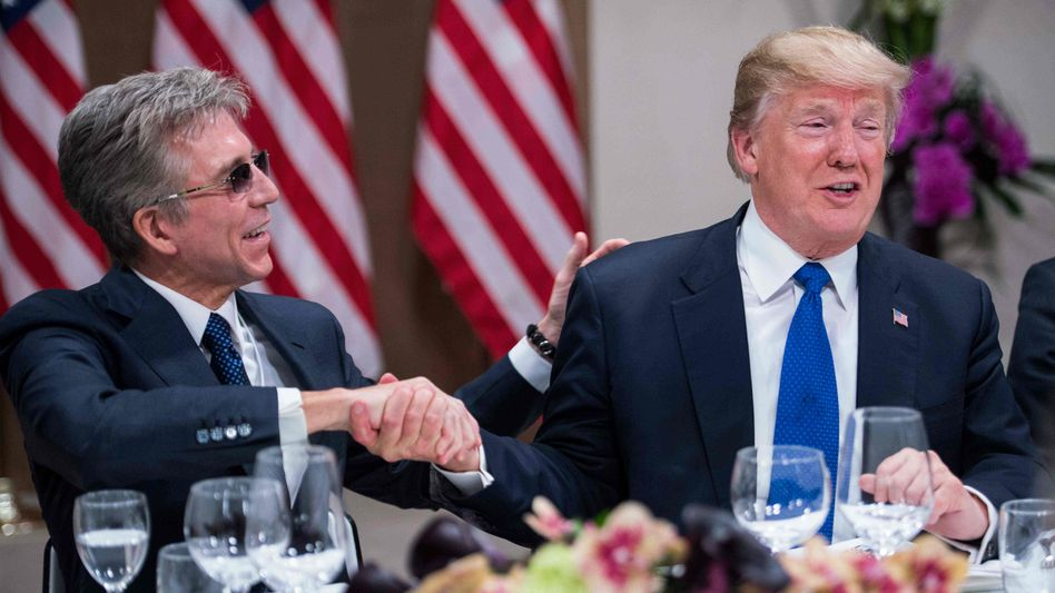Done Deal: SAP-Chef Bill McDermott mit US-Präsident Donald Trump Ende Januar 2018 in Davos.