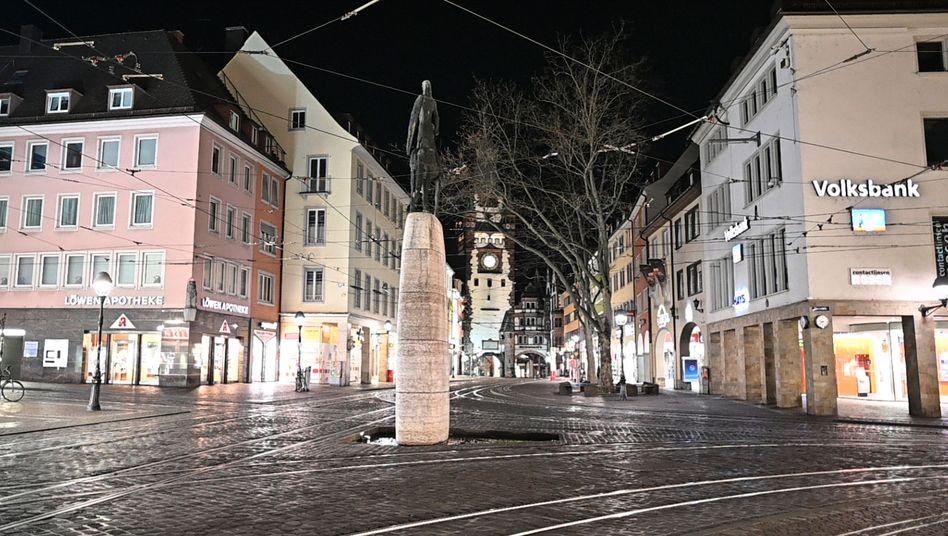 Freiburg im Breisgau: Öffentliche Plätze dürfen nicht mehr betreten werden