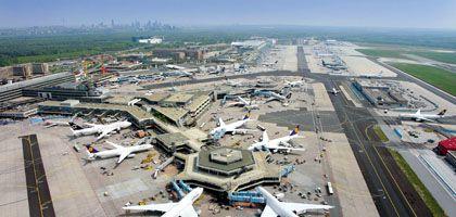 Basiseffekte: Lufthansa-Jets am Frankfurter Flughafen