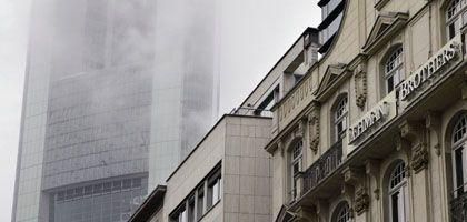 Lehman Brother in Frankfurt: Auch die Sozialversicherer haben bei der kollabierten US-Bank Geld angelegt, geben aber Entwarnung.