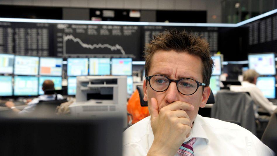 Sorgenvoller Blick. Wertpapierhändler in Frankfurt