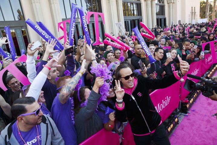 Starqualitäten: Der frühere T-Mobile US-Chef John Legere verstand es wie wenige andere (Bezos und Branson mal ausgenommen) sich als Held zu inszenieren