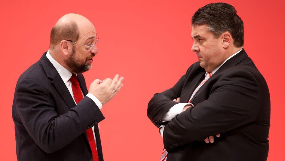 Kann auf Merkels Unterstützung bauen: Martin Schulz (links), hier im Gespräch mit seinem SPD-Parteivorsitzenden Sigmar Gabriel.