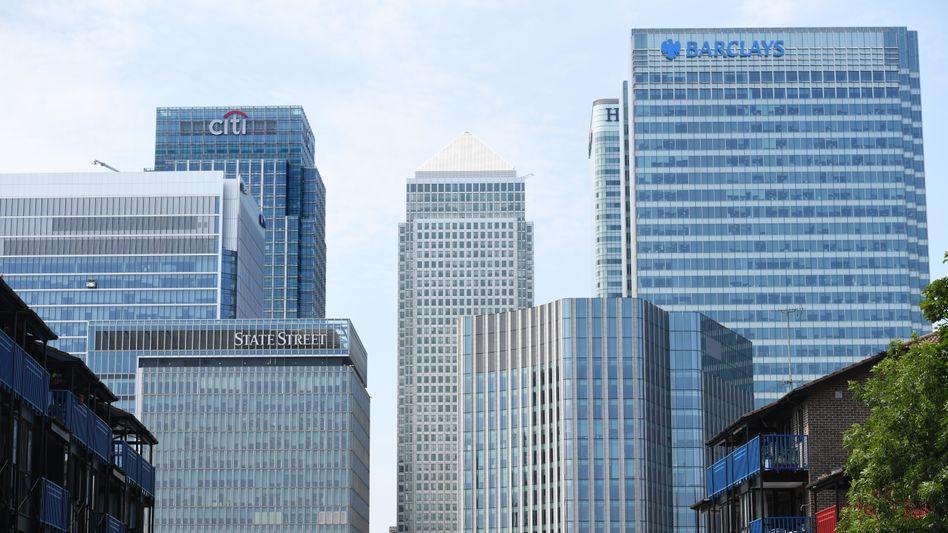 Bankentürme im Londoner Finanzdistrikt Canary Wharf