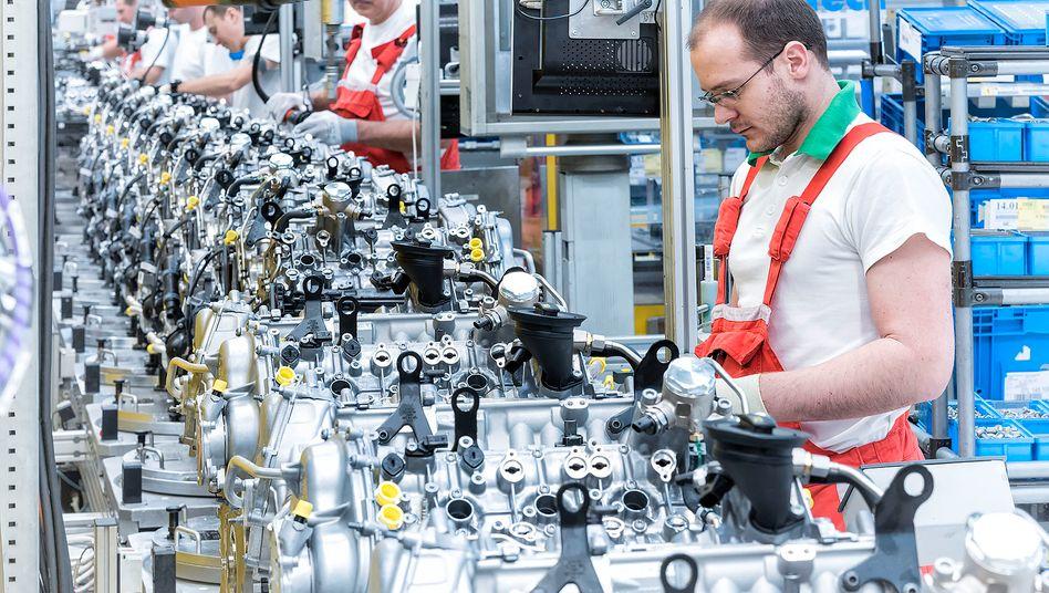 Motorenmontage von Audi in Györ: Verlässt Großbritannien die EU, dürften viele Unternehmen sich verstärkt in Ungarn und Polen umschauen