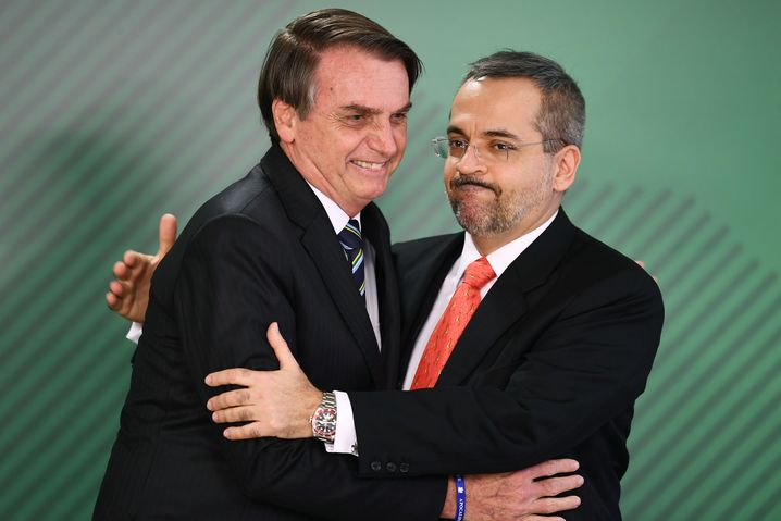 Brasiliens Präsident Jair Bolsonaro (links) mit seinem neuen Bildungsminister Abraham Weintraub