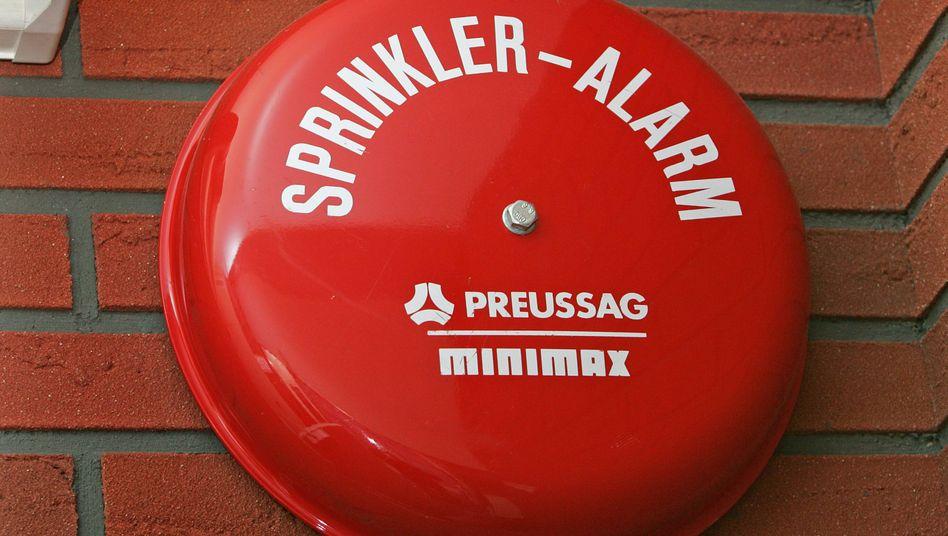 Alarmglocke: Minimax kennt sich mit dem Thema Brandschutzbekämpfung